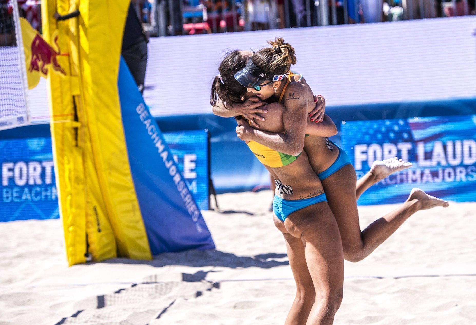 Barbara/Fernanda celebrate their first Beach Major Series title together