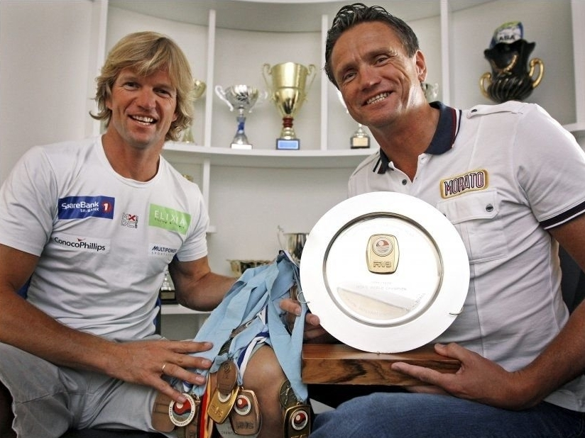 Björn (left) and Jan show off their trophies and medals. Photocredit: VG.no