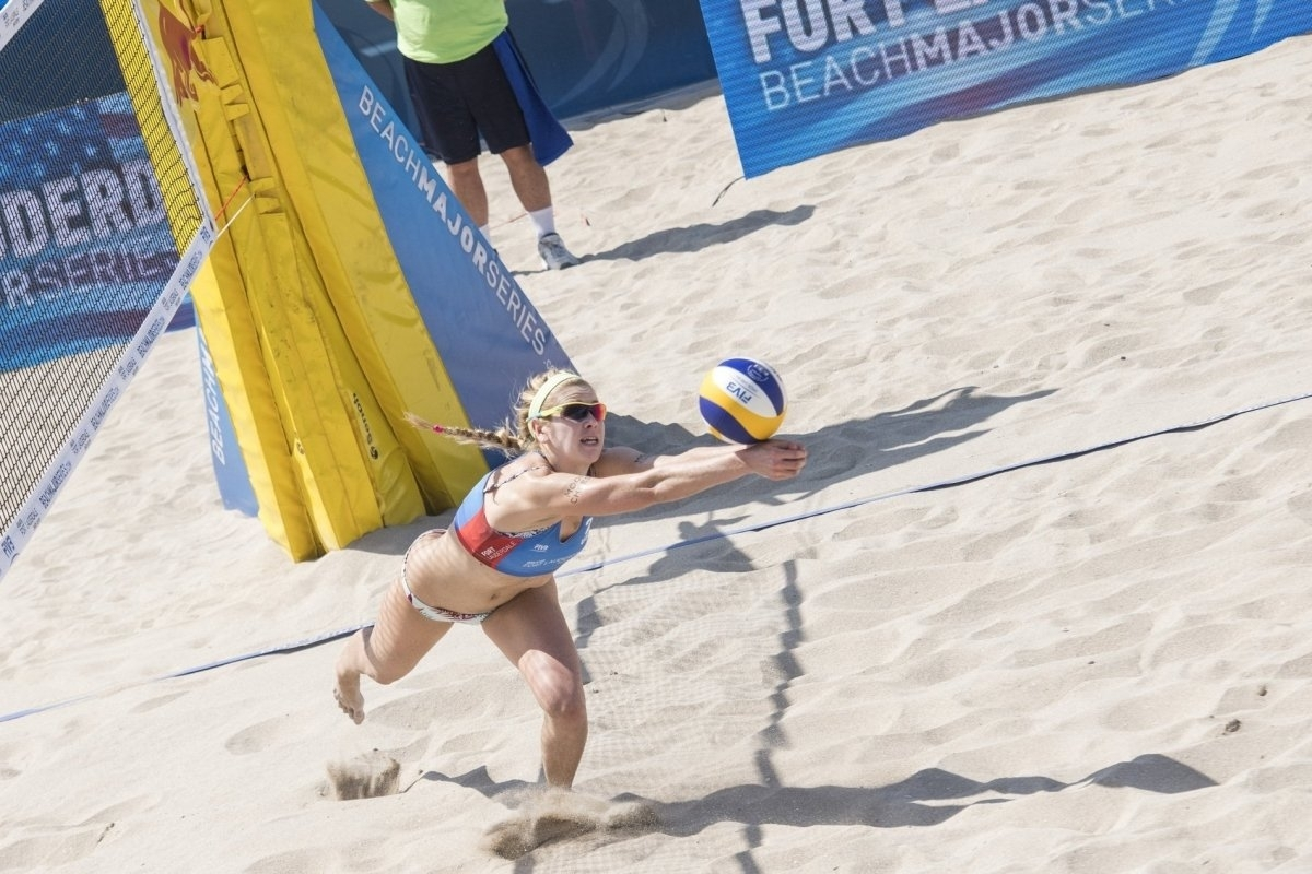 Bronze medalist Summer Ross digs for a ball during the Fort Lauderdale Major