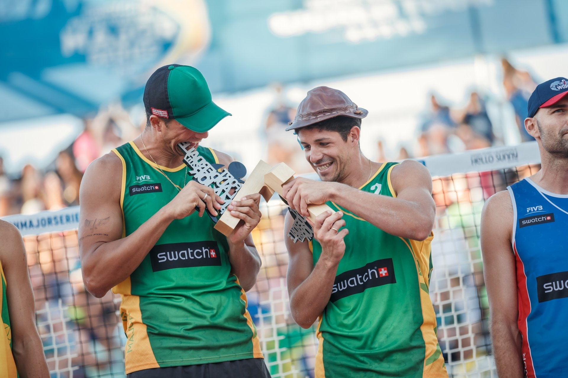 Saymon (left) and Alvaro won the #FTLMajor in the 2017 season