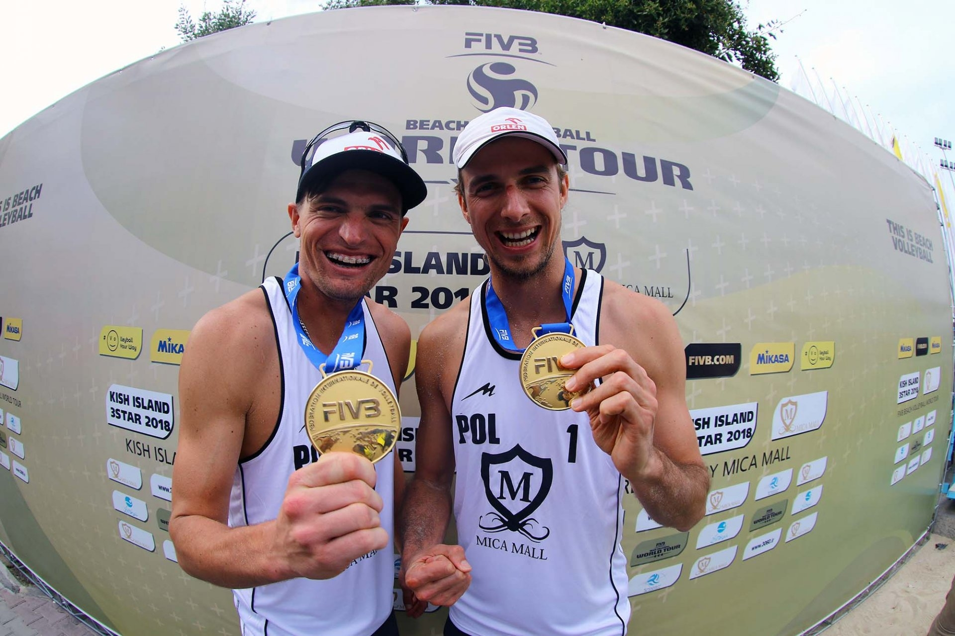 Poland's Jakub Szalankiewicz (left) and Mariusz Prudel celebrate their gold medal in the World Tour event in Kish Island (Photocredit: FIVB)